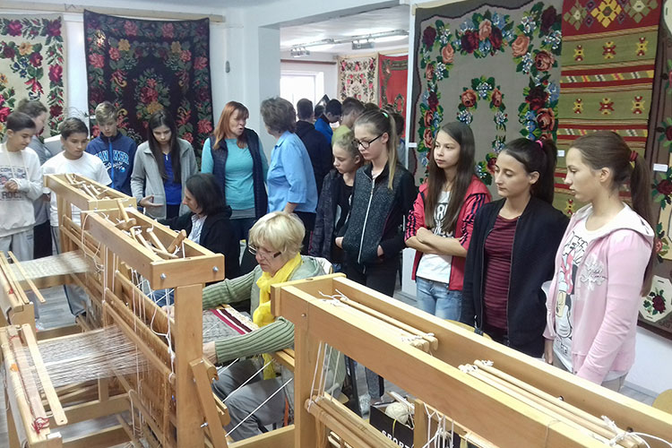 Stapar's elementary school students visits the colony